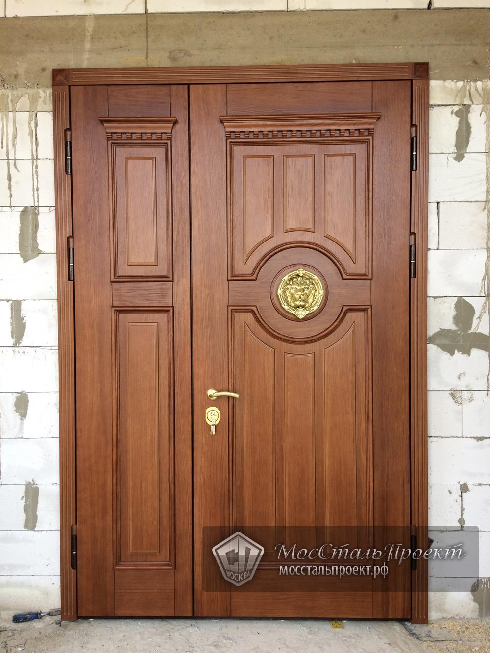 входные двери полуторные в коттедж